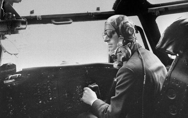 Hoàng thân Philip lái chiếc máy bay Blackburn, 1956 - Sputnik Việt Nam