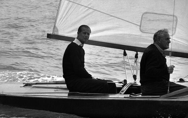 Hoàng thân Philip trước khi bắt đầu cuộc đua thuyền Hoàng gia, 1963 - Sputnik Việt Nam