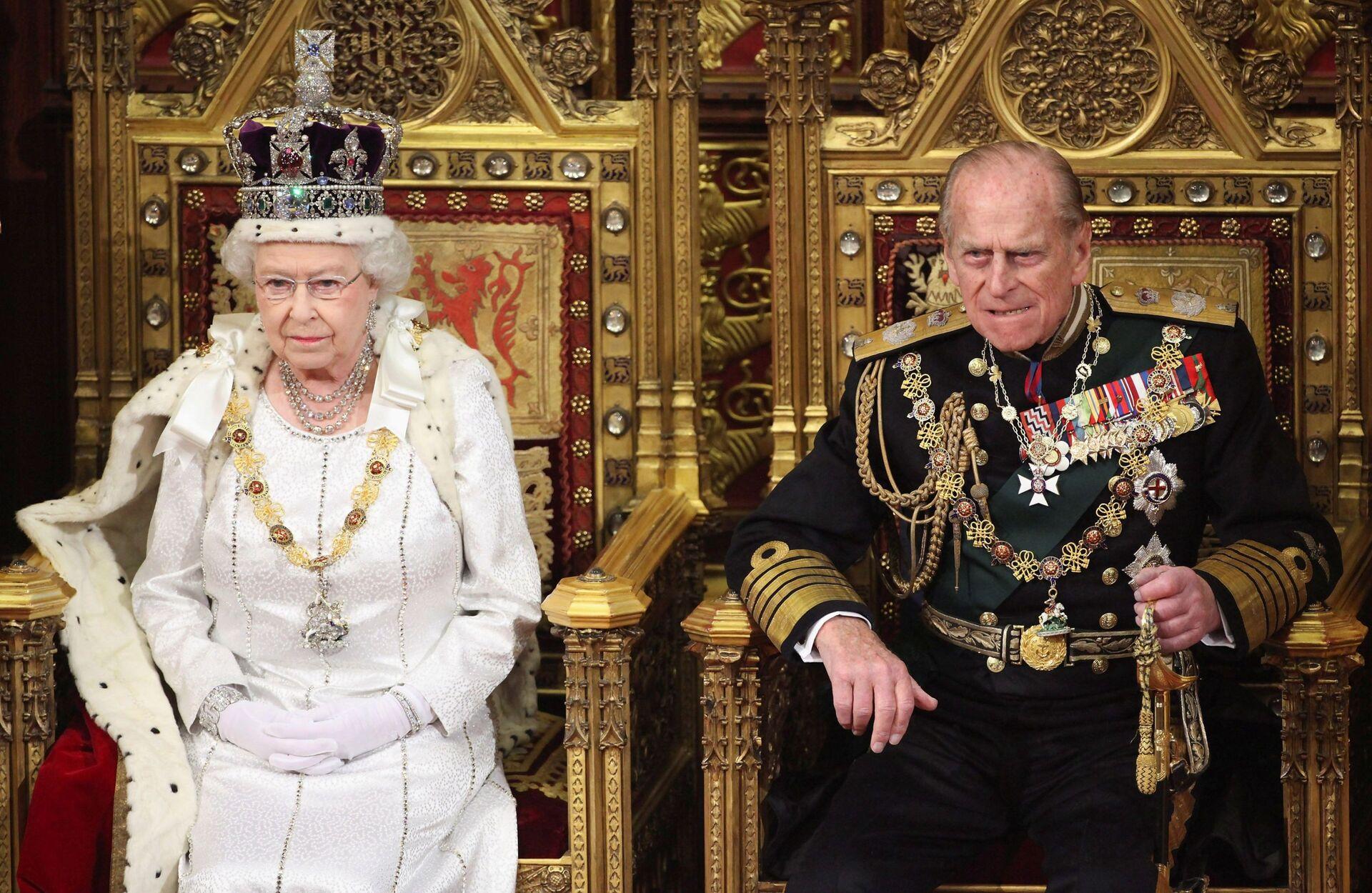Chuyên gia Anh đánh giá khả năng Nữ hoàng Elizabeth II thoái vị sau khi phu quân Philip qua đời - Sputnik Việt Nam, 1920, 10.04.2021