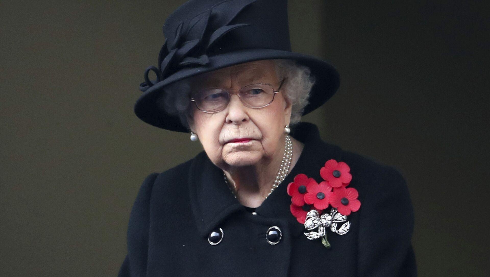 Nữ hoàng Elizabeth II của Anh nhìn từ ban công của Bộ Ngoại giao, trong buổi lễ Chủ nhật tưởng nhớ tại Cenotaph, ở Whitehall, London, Chủ nhật ngày 8 tháng 11 năm 2020 - Sputnik Việt Nam, 1920, 10.04.2021