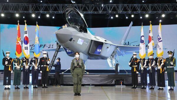 Trình diễn nguyên mẫu máy bay chiến đấu KF-21 Boramae của Hàn Quốc tại trụ sở của Công ty Hàng không Vũ trụ Hàn Quốc ở Sacheon - Sputnik Việt Nam