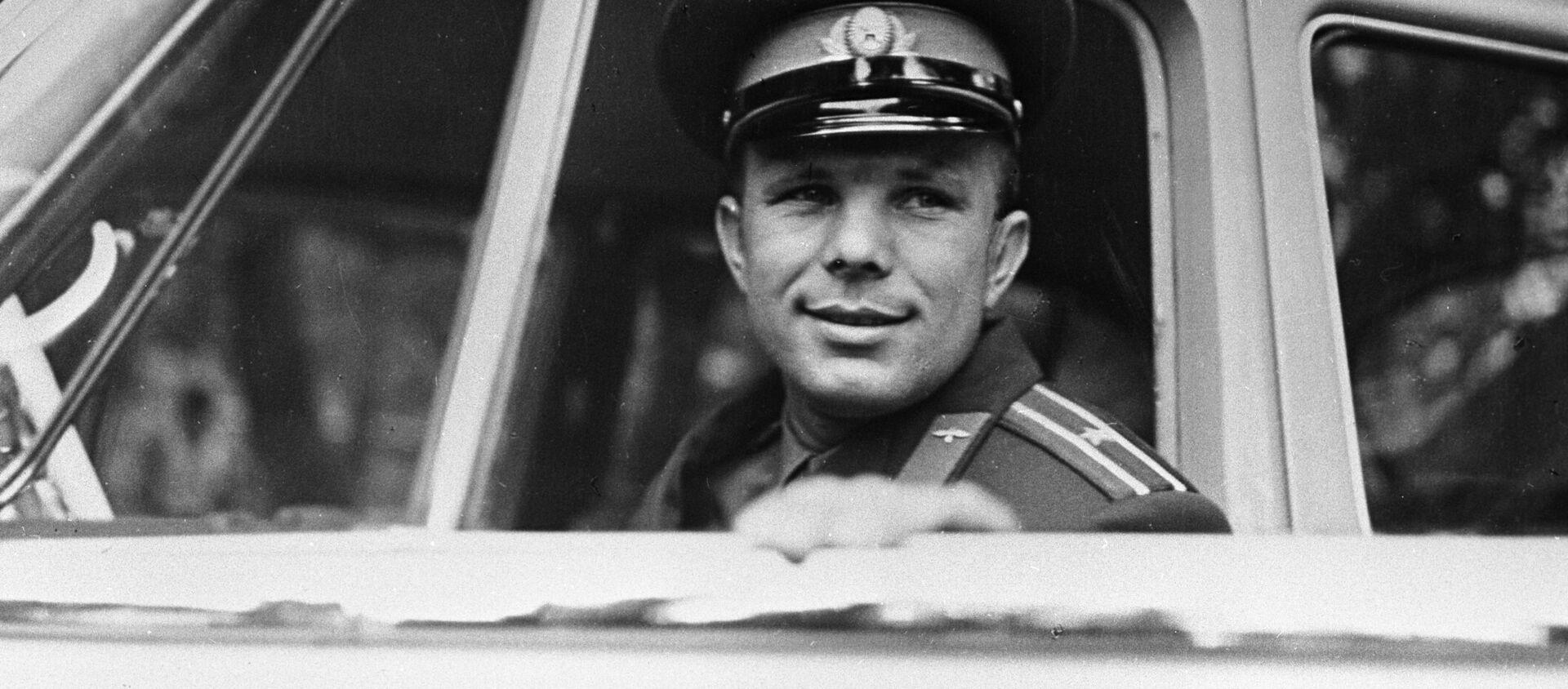 Nhà du hành vũ trụ đầu tiên của thế giới, Anh hùng Liên Xô Yuri Gagarin. - Sputnik Việt Nam, 1920, 12.04.2021