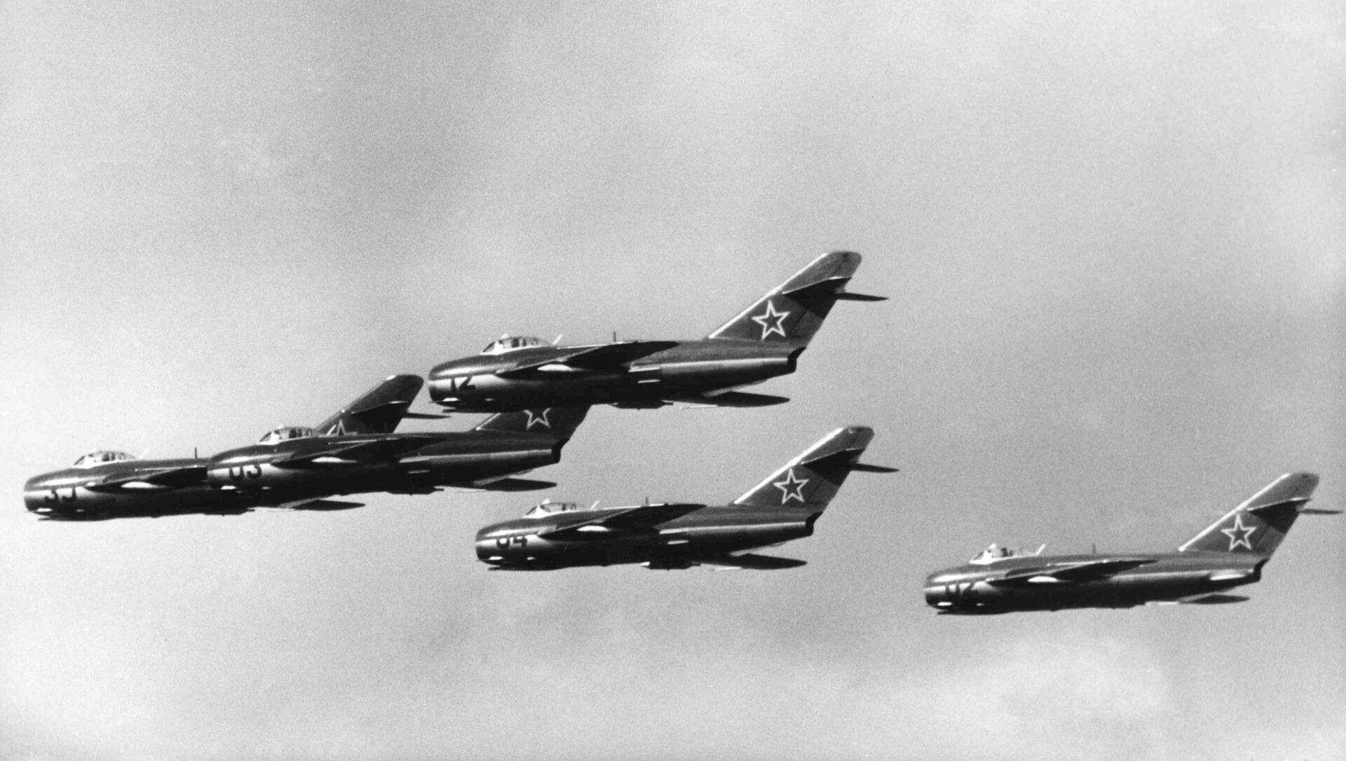 Máy bay chiến đấu MIG-15 của Nga tại một lễ hội ở Đức, 1957 - Sputnik Việt Nam, 1920, 13.04.2021
