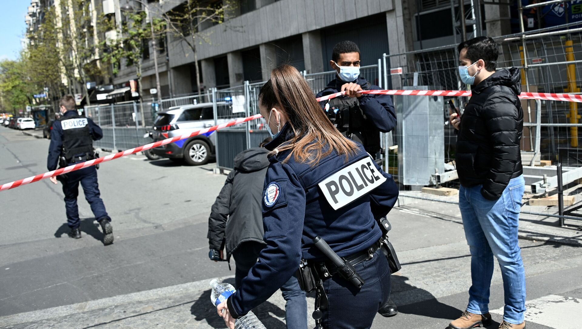 Cảnh sát Pháp phong tỏa khu vực gần Bệnh viện Henry Dunant ở Paris. - Sputnik Việt Nam, 1920, 12.04.2021