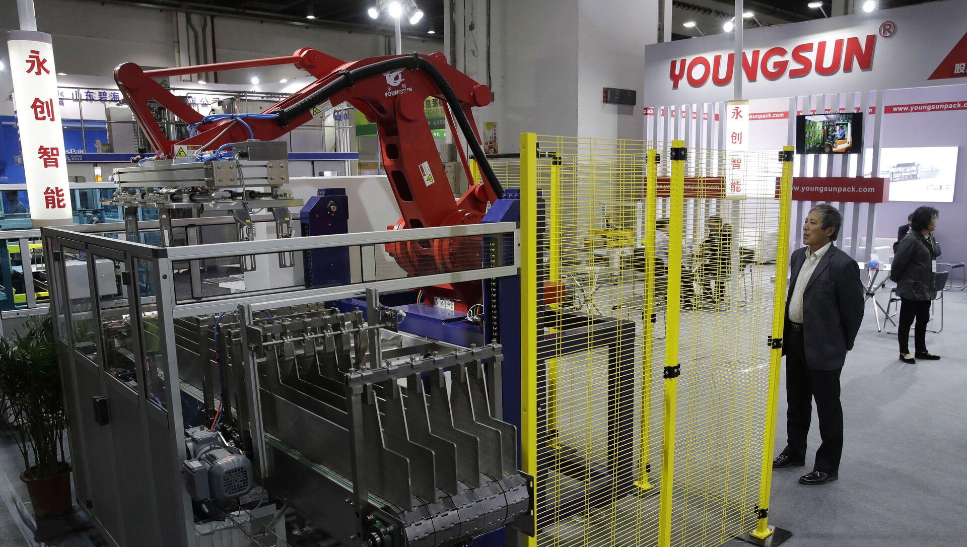 Trình diễn robot công nghiệp do Trung Quốc sản xuất tại triển lãm ở Thượng Hải - Sputnik Việt Nam, 1920, 13.04.2021