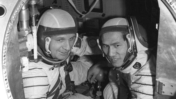 Viktor Gorbatko và Phạm Tuân - Sputnik Việt Nam