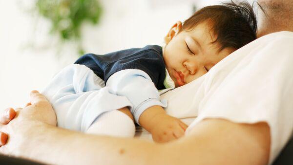 Cậu bé đang ngủ. - Sputnik Việt Nam