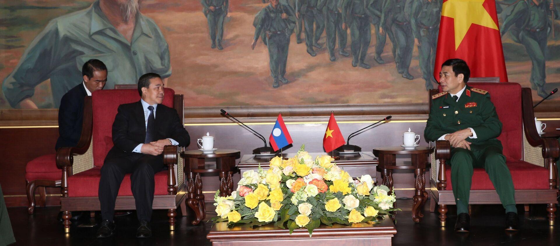 Thượng tướng Phan Văn Giang tiếp Đại sứ Lào tại Việt Nam Sengphet Houngboungnuang. - Sputnik Việt Nam, 1920, 15.04.2021