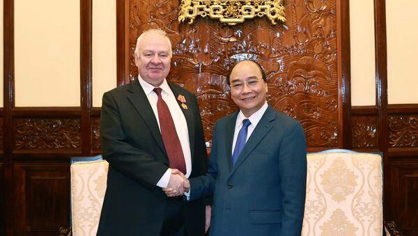 Chủ tịch nước Nguyễn Xuân Phúc tiếp ông Konstantin Vnukov, Đại sứ Liên bang Nga tại Việt Nam. - Sputnik Việt Nam