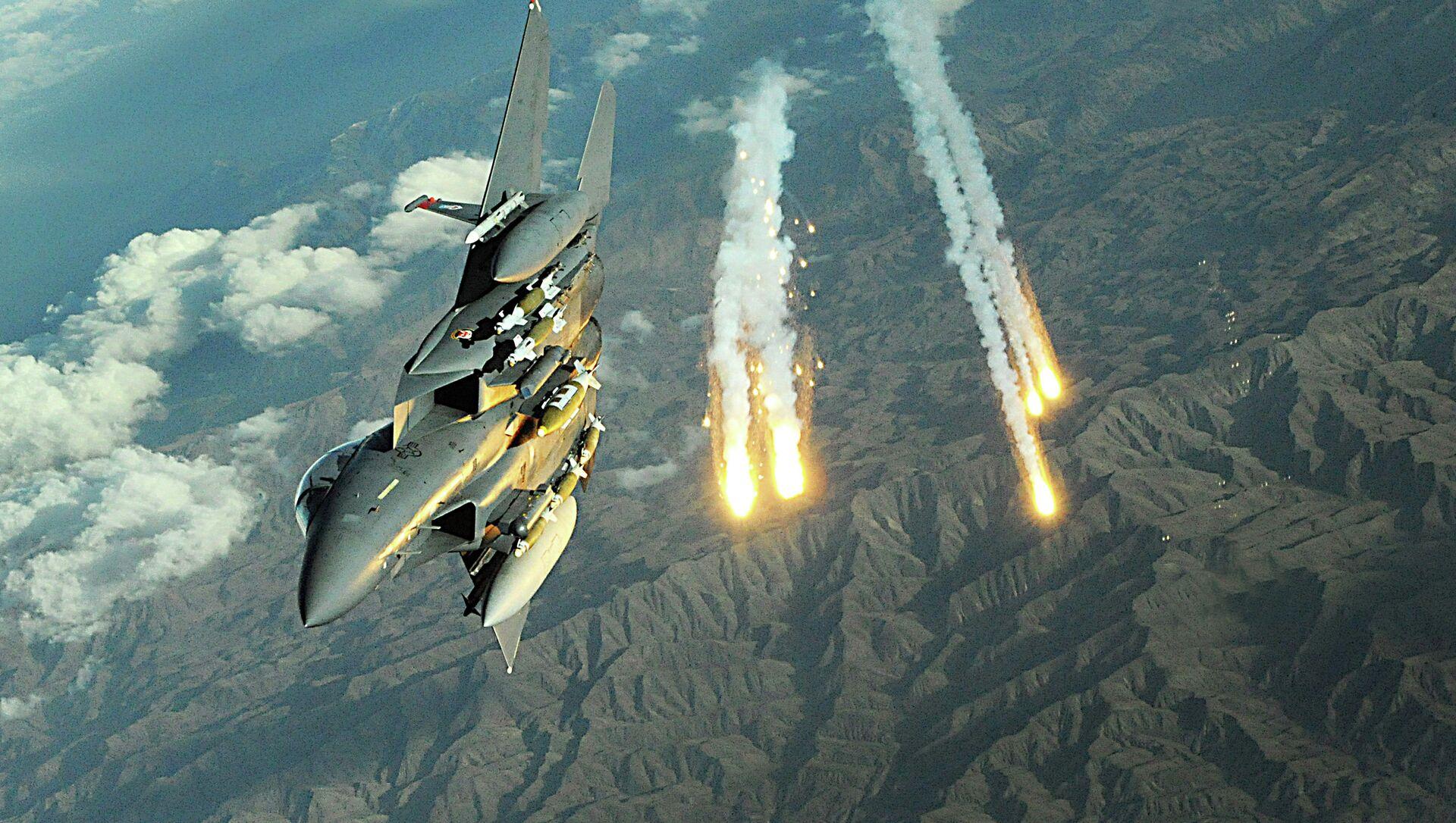 F-15E Strike Eagle triển khai cầu thang trong một nhiệm vụ ở Afghanistan - Sputnik Việt Nam, 1920, 17.04.2021