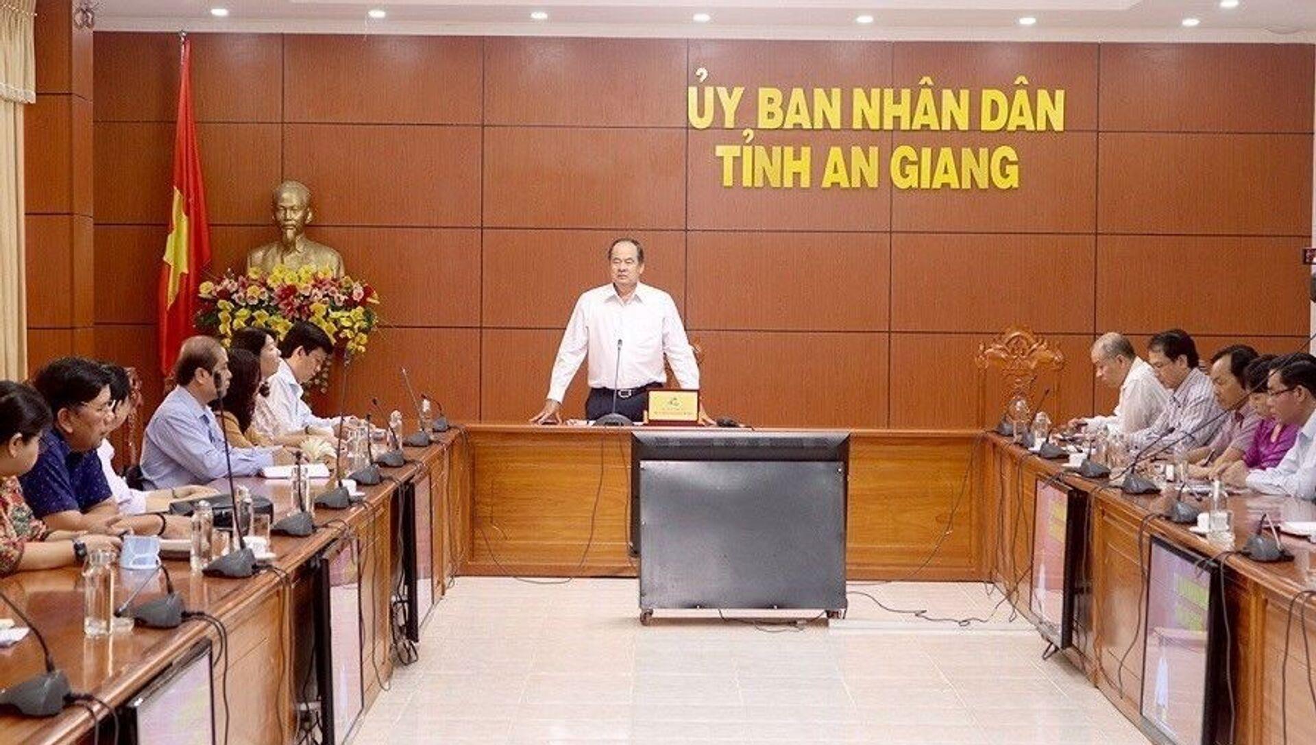 An Giang họp khẩn sau ghi nhận 2 trường hợp nhập cảnh trái phép được cách ly ngay nghi nhiễm COVID-19 - Sputnik Việt Nam, 1920, 16.04.2021
