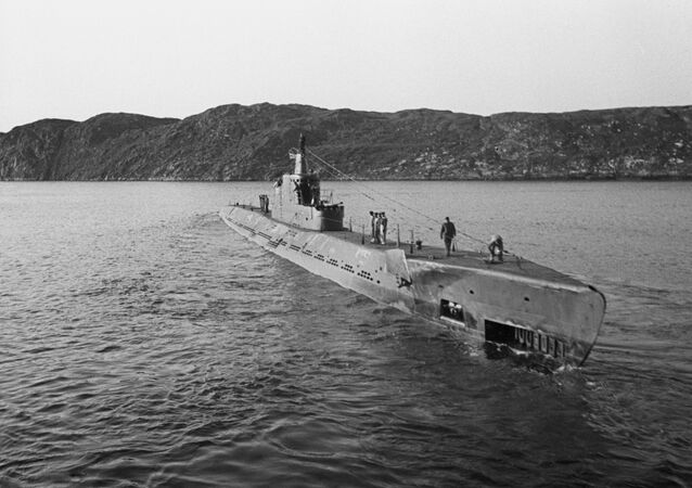 Tàu ngầm K-21 của Liên Xô thuộc loại  tuần dương xuất phát thực hiện nhiệm vụ chiến đấu.