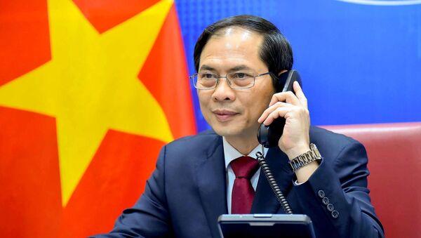 Ngày 16/4/2021, Bộ trưởng Ngoại giao Bùi Thanh Sơn đã điện đàm với Ủy viên Quốc vụ, Bộ trưởng Ngoại giao Trung Quốc Vương Nghị. - Sputnik Việt Nam