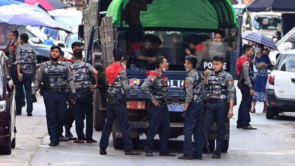 Cảnh sát ở Yangon, Myanmar. - Sputnik Việt Nam