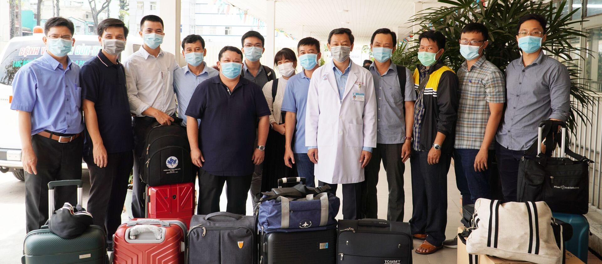 COVID-19: Đội phản ứng nhanh Bệnh viện Chợ Rẫy lên đường tăng cường hỗ trợ tỉnh Kiên Giang xây dựng bệnh viện dã chiến - Sputnik Việt Nam, 1920, 19.04.2021