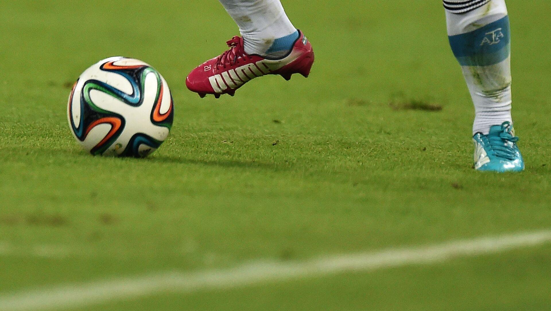 Cầu thủ trong trận đấu vòng bảng FIFA World Cup 2014. - Sputnik Việt Nam, 1920, 20.04.2021