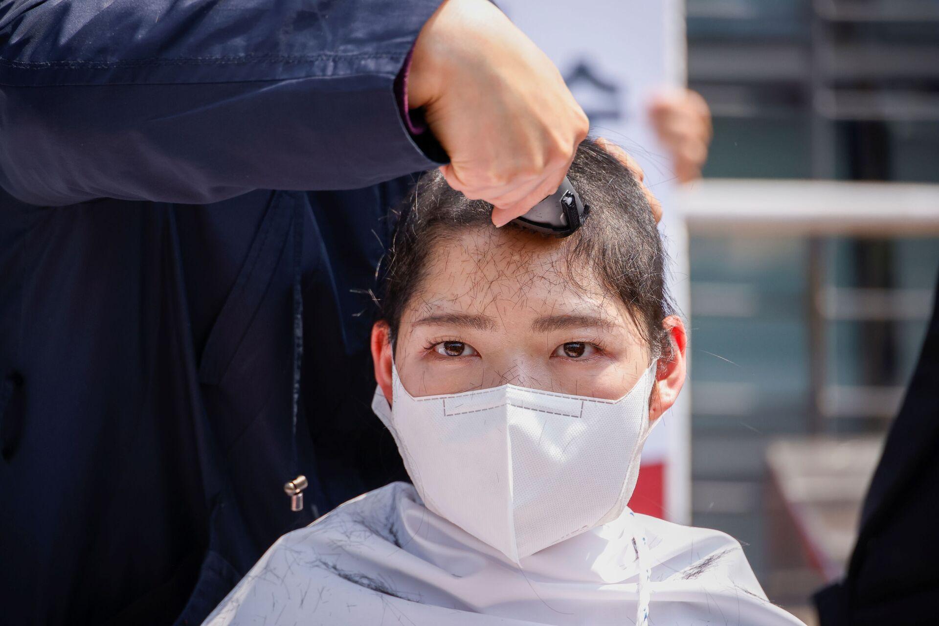 Sinh viên Hàn Quốc cạo trọc đầu trước phái bộ ngoại giao Nhật Bản ở Seoul - Sputnik Việt Nam, 1920, 20.04.2021