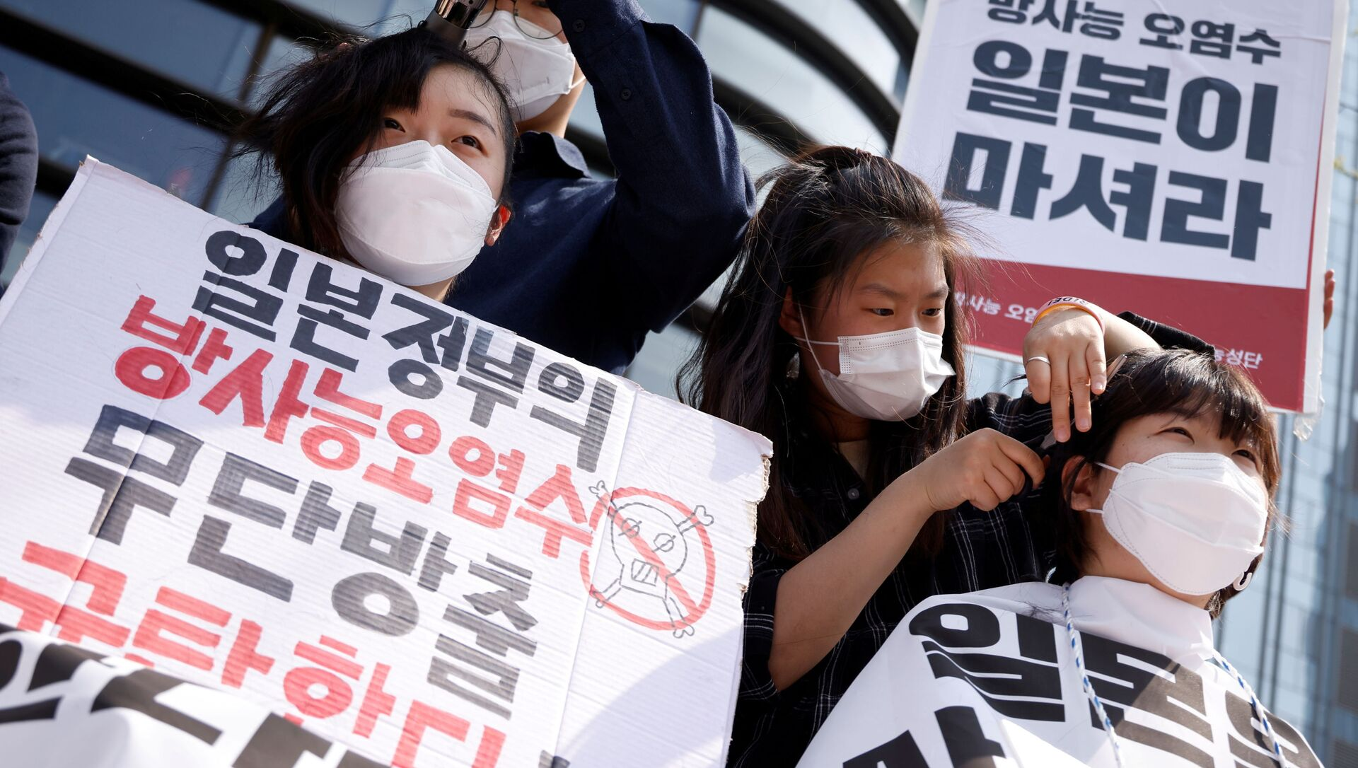 Sinh viên Hàn Quốc biểu tình trước Đại sứ quán Nhật Bản ở Seoul. - Sputnik Việt Nam, 1920, 20.04.2021