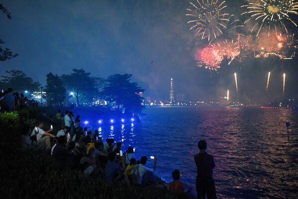 Bắn pháo hoa trong Ngày giỗ Tổ Hùng Vương ở tỉnh Phú Thọ, Việt Nam - Sputnik Việt Nam