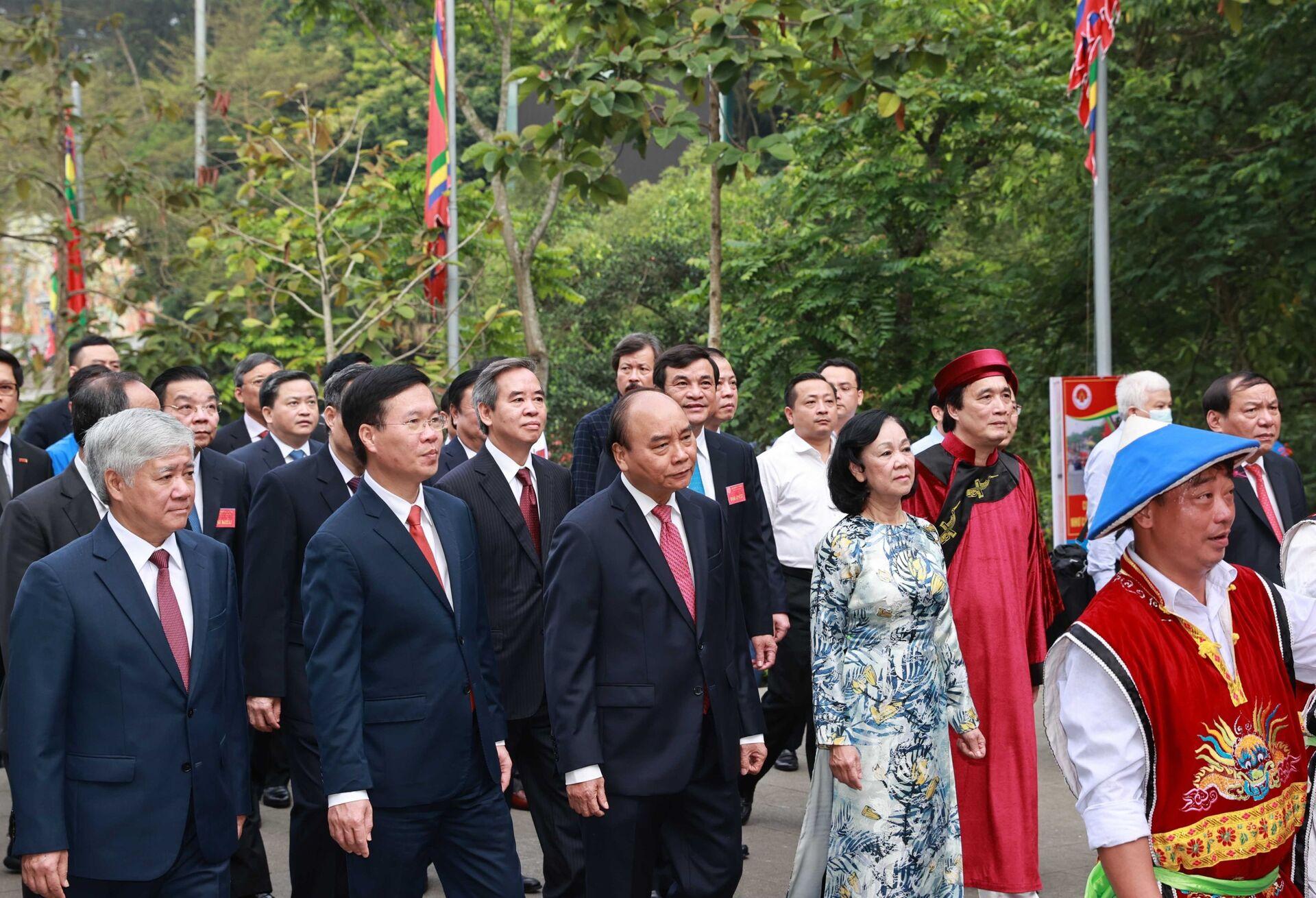 Chủ tịch nước dâng hương Đền Hùng: Cầu quốc thái dân an, xã tắc thịnh vượng - Sputnik Việt Nam, 1920, 21.04.2021