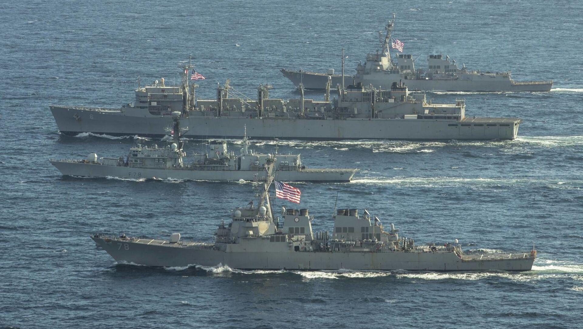 Các tàu khu trục Porter, Donald Cook và Franklin Roosevelt của Hải quân Mỹ và khinh hạm Kent của Anh. - Sputnik Việt Nam, 1920, 02.06.2021