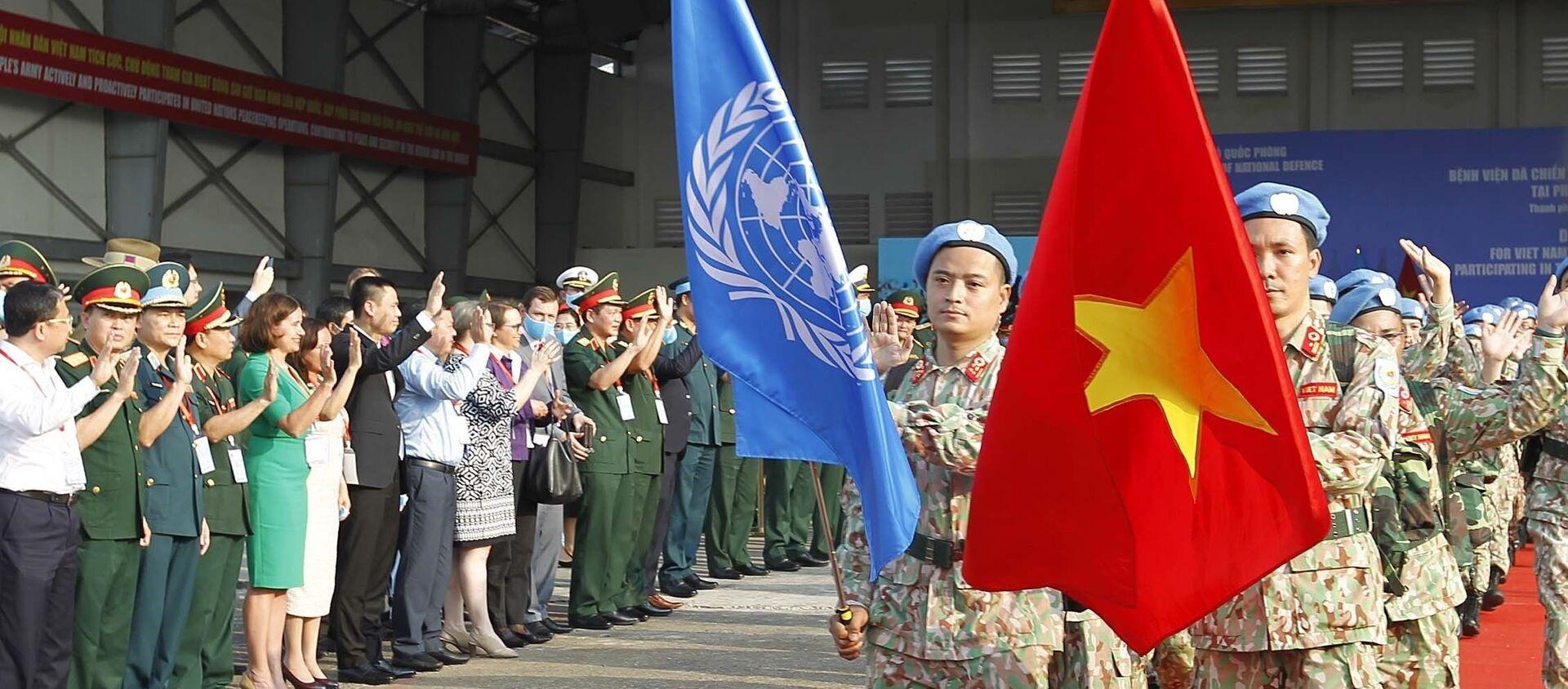 Nghi lễ xuất quân Bệnh viện dã chiến cấp 2 số 3 lên đường làm nhiệm vụ tại Bentiu, Nam Sudan. - Sputnik Việt Nam, 1920, 22.04.2021