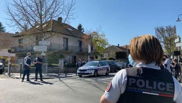 Nữ cảnh sát bị cắt cổ ở vùng ven Paris - Sputnik Việt Nam