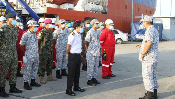 Các thành viên đội tìm kiếm chuẩn bị tìm kiếm tàu ngầm Indonesia KRI Nanggala-402 mất tích - Sputnik Việt Nam