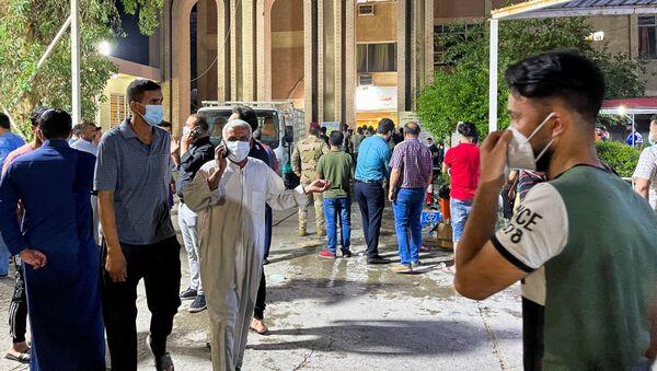 Tại hiện trường vụ cháy bệnh viện al-Khatib, Iraq. - Sputnik Việt Nam