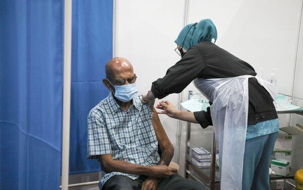 Tiêm chủng vaccine ở Malaysia. - Sputnik Việt Nam
