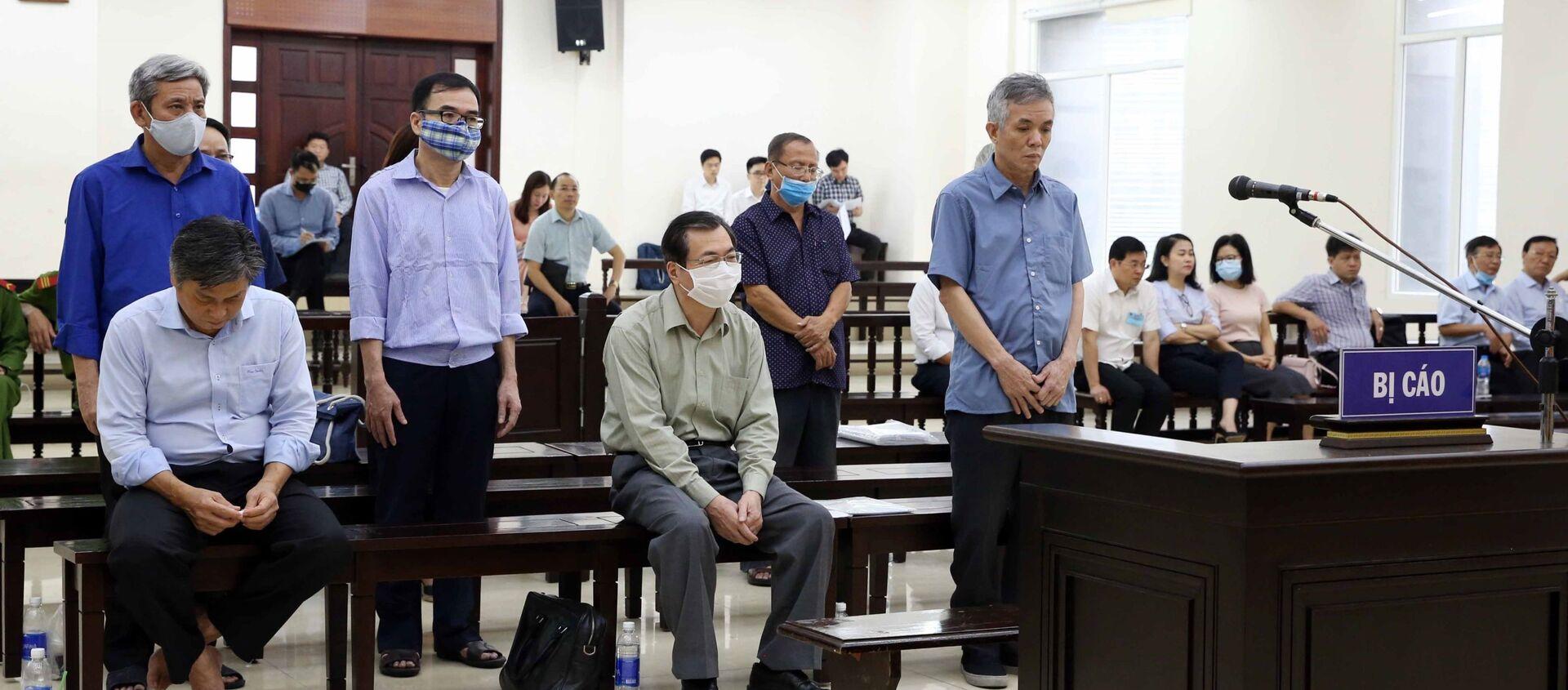 Các bị cáo nghe đại diện Viện Kiểm sát trình bày bản luận tội và đề nghị mức án. - Sputnik Việt Nam, 1920, 26.04.2021