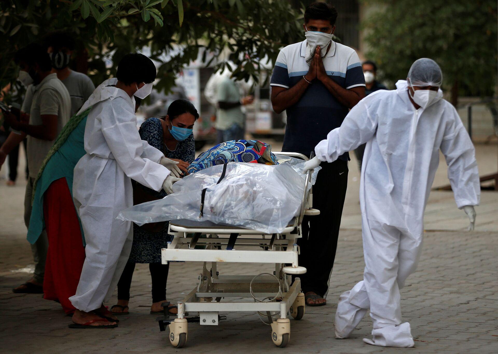 Ở Ấn Độ, những người chết vì COVID-19 bị đốt ngay trên đường phố - Sputnik Việt Nam, 1920, 26.04.2021