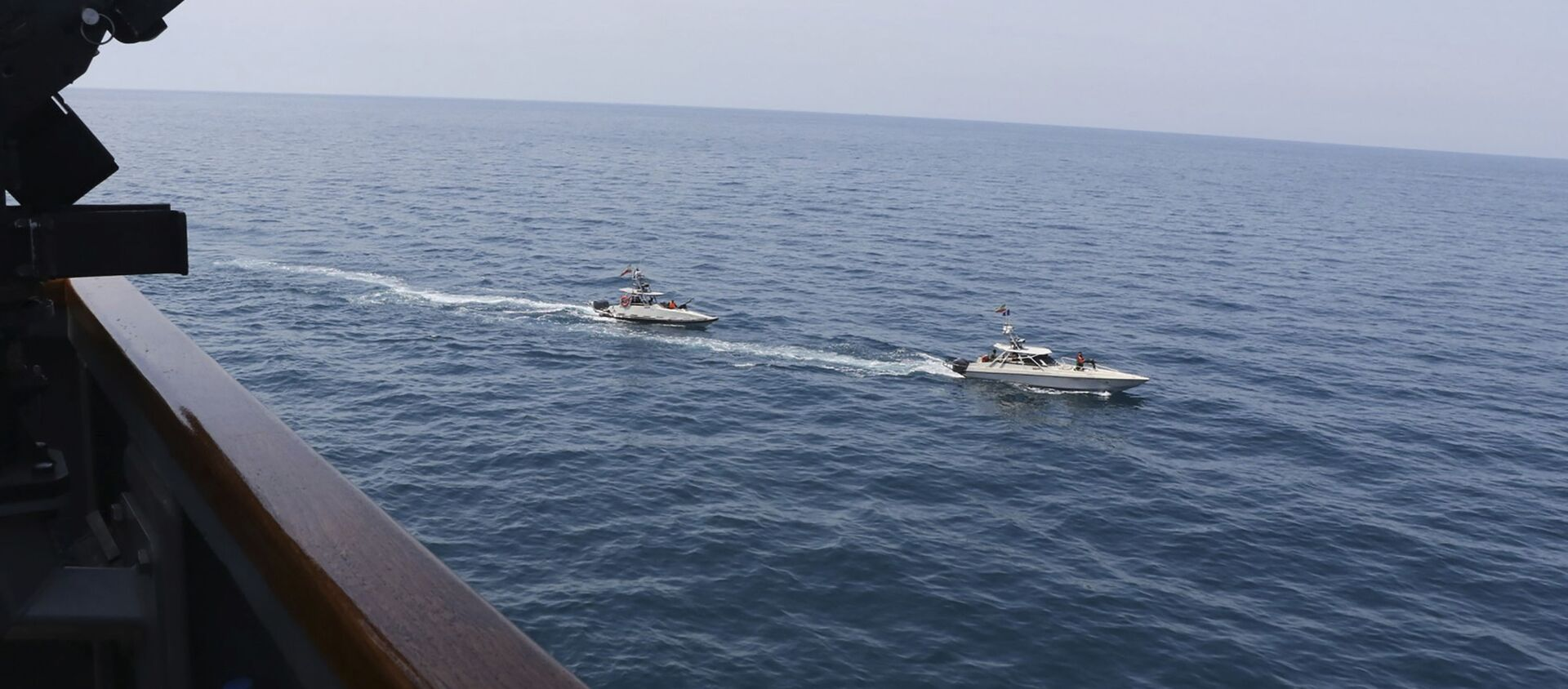 Ca nô Iran tiến gần tàu của Mỹ ở Vịnh Ba Tư - Sputnik Việt Nam, 1920, 27.04.2021