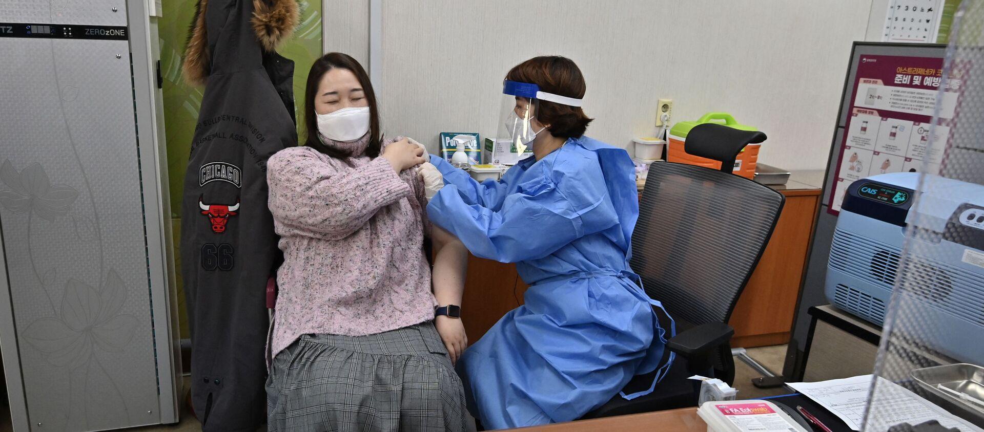 Tiêm vắc xin AstraZeneca ở Hàn Quốc - Sputnik Việt Nam, 1920, 27.04.2021