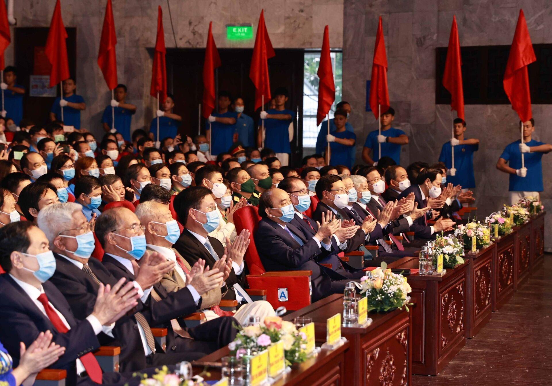 Sau 35 năm Đổi mới, Đảng Cộng sản Việt Nam vẫn luôn quan tâm đến giai cấp công nhân - Sputnik Việt Nam, 1920, 28.04.2021