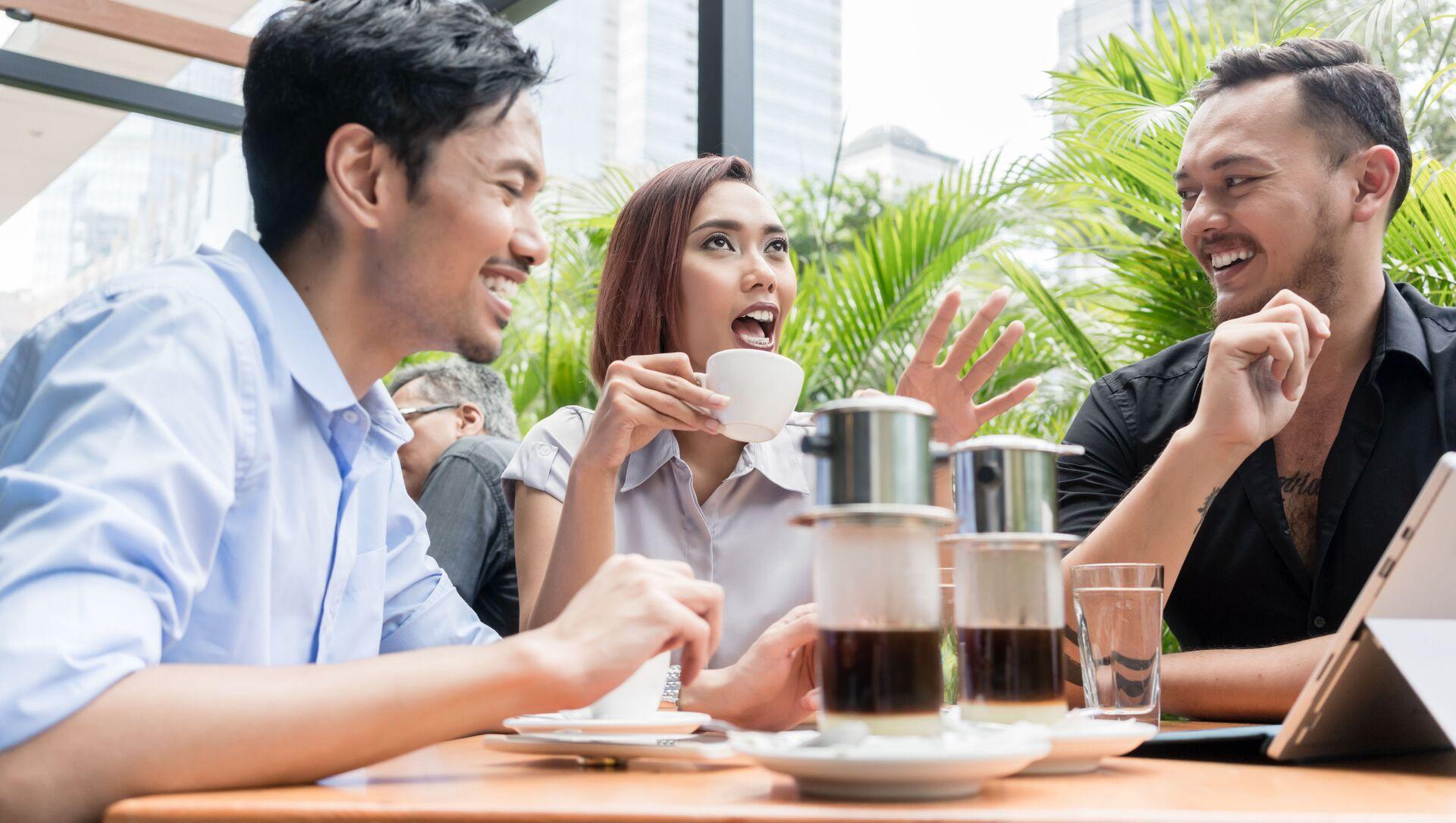 Quán cà phê ngoài trời ở Việt Nam - Sputnik Việt Nam, 1920, 01.05.2021