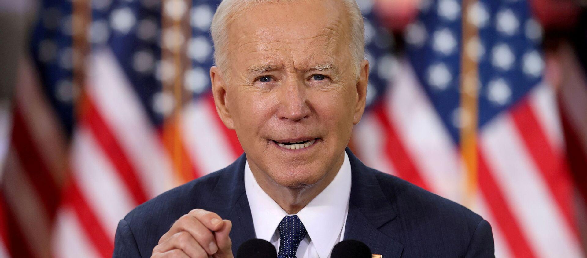 FILE PHOTO: Tổng thống Hoa Kỳ Joe Biden phát biểu về kế hoạch cơ sở hạ tầng của mình trong một sự kiện để giới thiệu kế hoạch tại Trung tâm Đào tạo Carpenters Pittsburgh ở Pittsburgh, Pennsylvania, Hoa Kỳ, ngày 31 tháng 3 năm 2021. - Sputnik Việt Nam, 1920, 13.05.2021