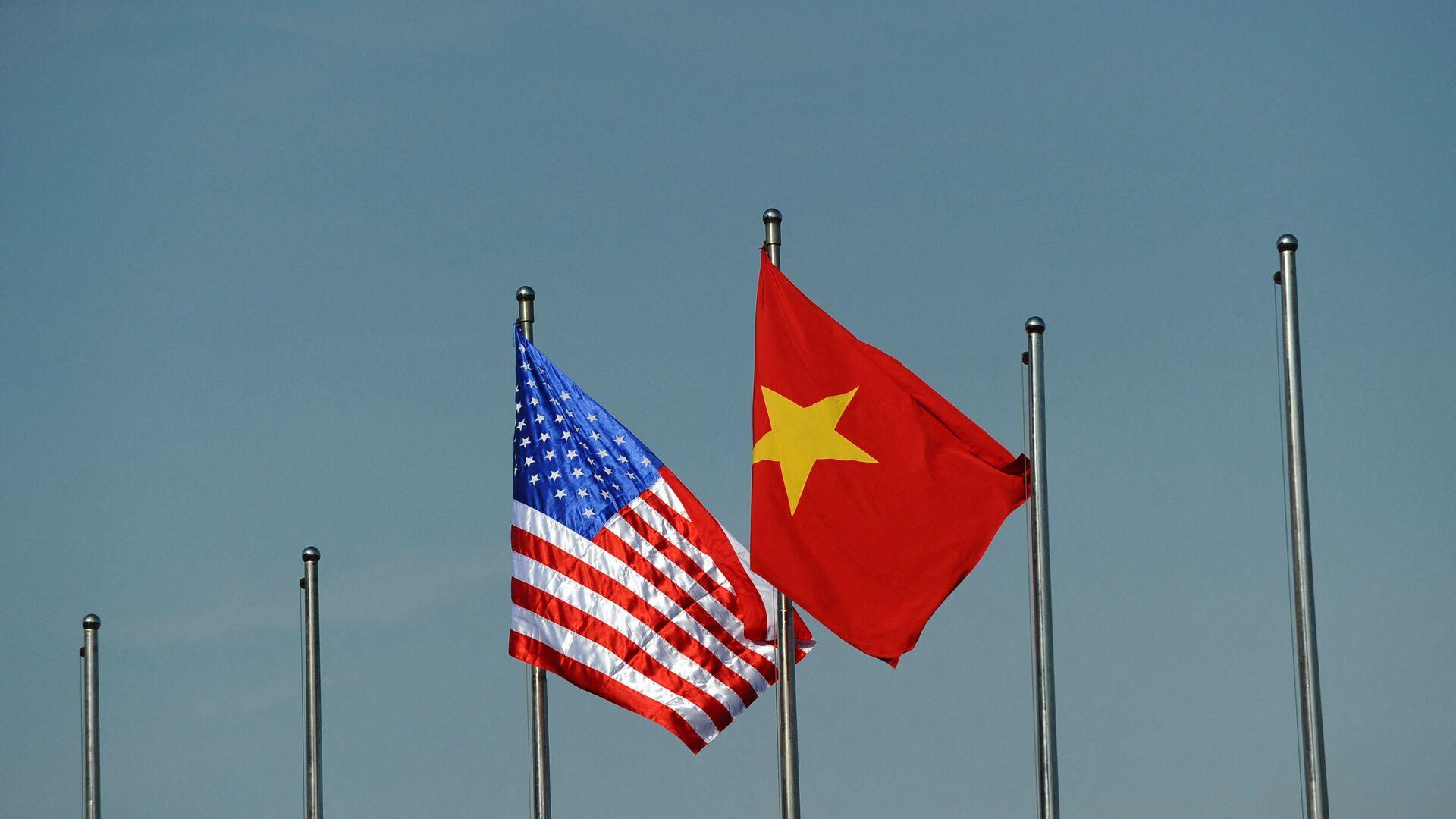 Quốc kỳ của Hoa Kỳ và Việt Nam. - Sputnik Việt Nam, 1920, 29.04.2021