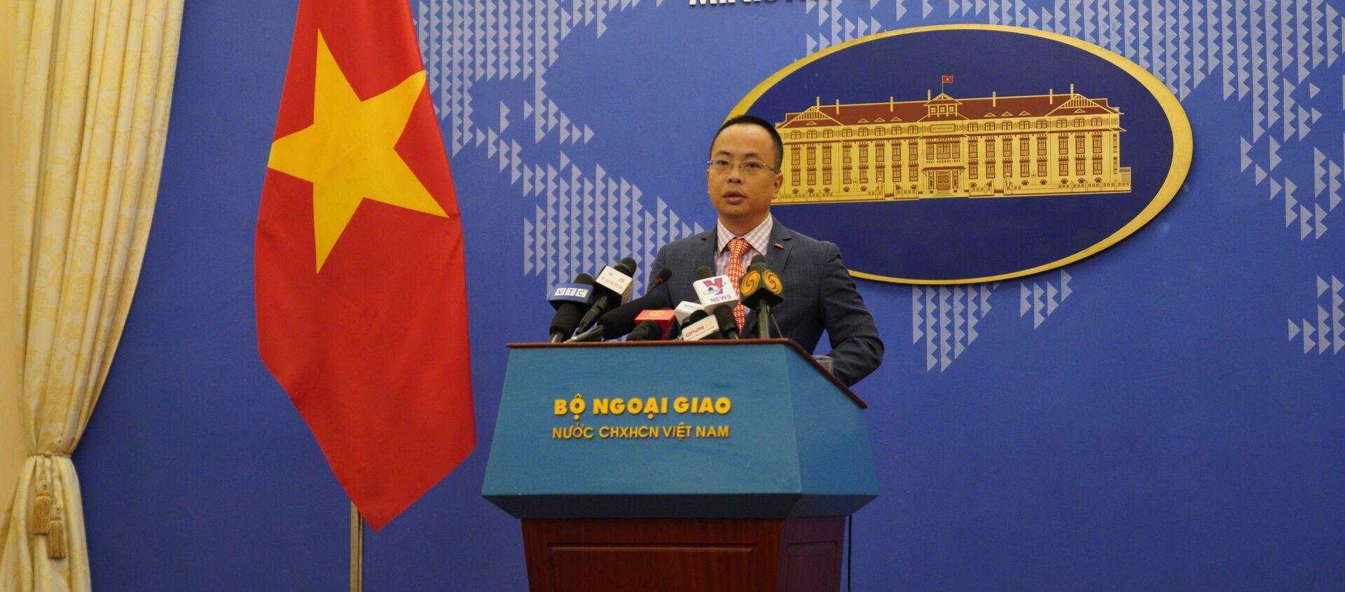Phó phát ngôn viên Bộ Ngoại giao Việt Nam, ông Đoàn Khắc Việt tại họp báo thường kỳ ngày 29/04 - Sputnik Việt Nam, 1920, 29.04.2021