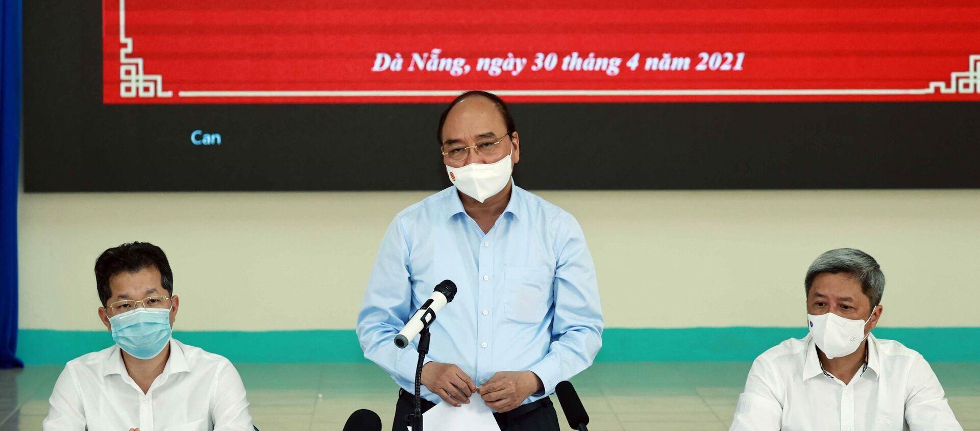 Chủ tịch nước Nguyễn Xuân Phúc phát biểu tại buổi làm việc tại Bệnh viện phổi Đà Nẵng. - Sputnik Việt Nam, 1920, 30.04.2021