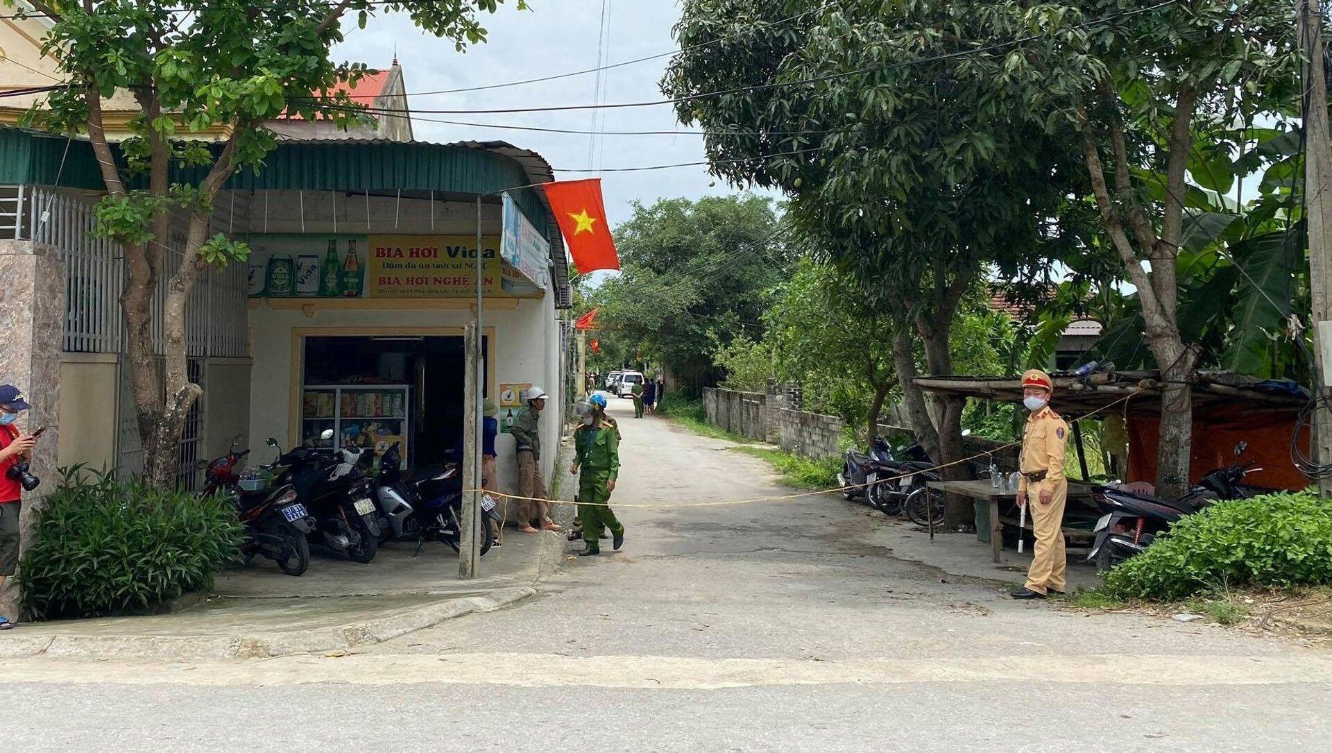 Các con đường dân đến ngôi nhà ông N.V.P (xóm 7, xã Nghi Kim, thành phố Vinh, Nghệ An) nơi xảy ra vụ nổ súng làm 2 người tử vong đều được lực lượng chức năng phong tỏa. - Sputnik Việt Nam, 1920, 30.04.2021