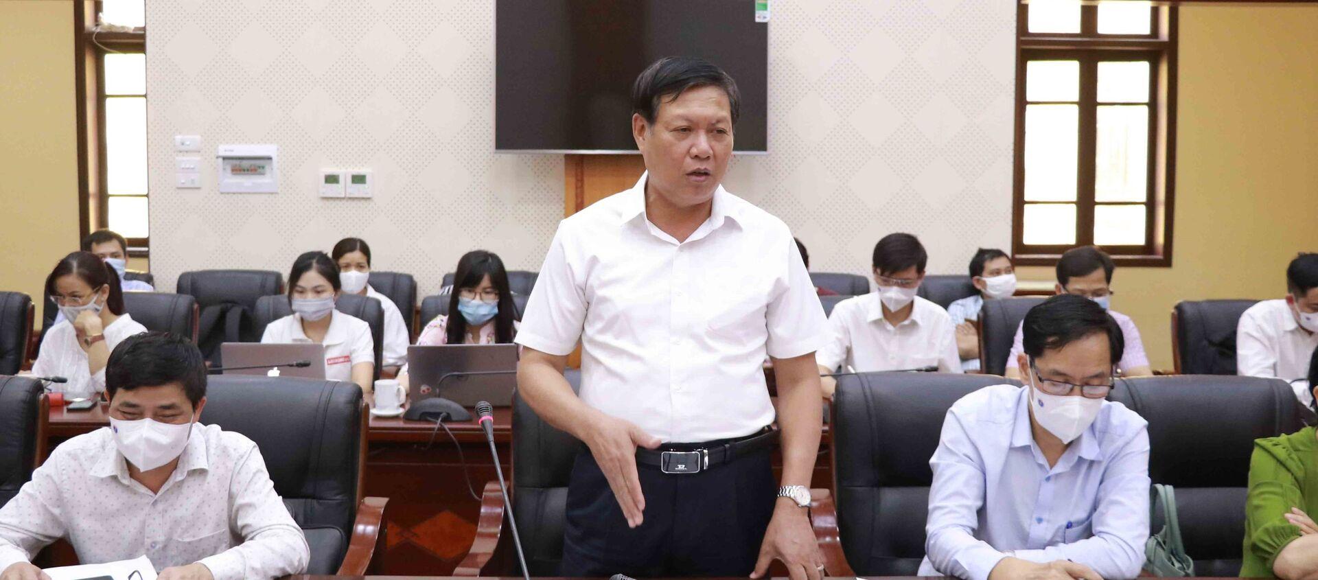 Thứ trưởng Bộ Y tế Đỗ Xuân Tuyên, Phó Trưởng Ban Chỉ đạo Quốc gia phòng, chống dịch COVID-19 phát biểu chỉ đạo tại buổi làm việc - Sputnik Việt Nam, 1920, 02.05.2021