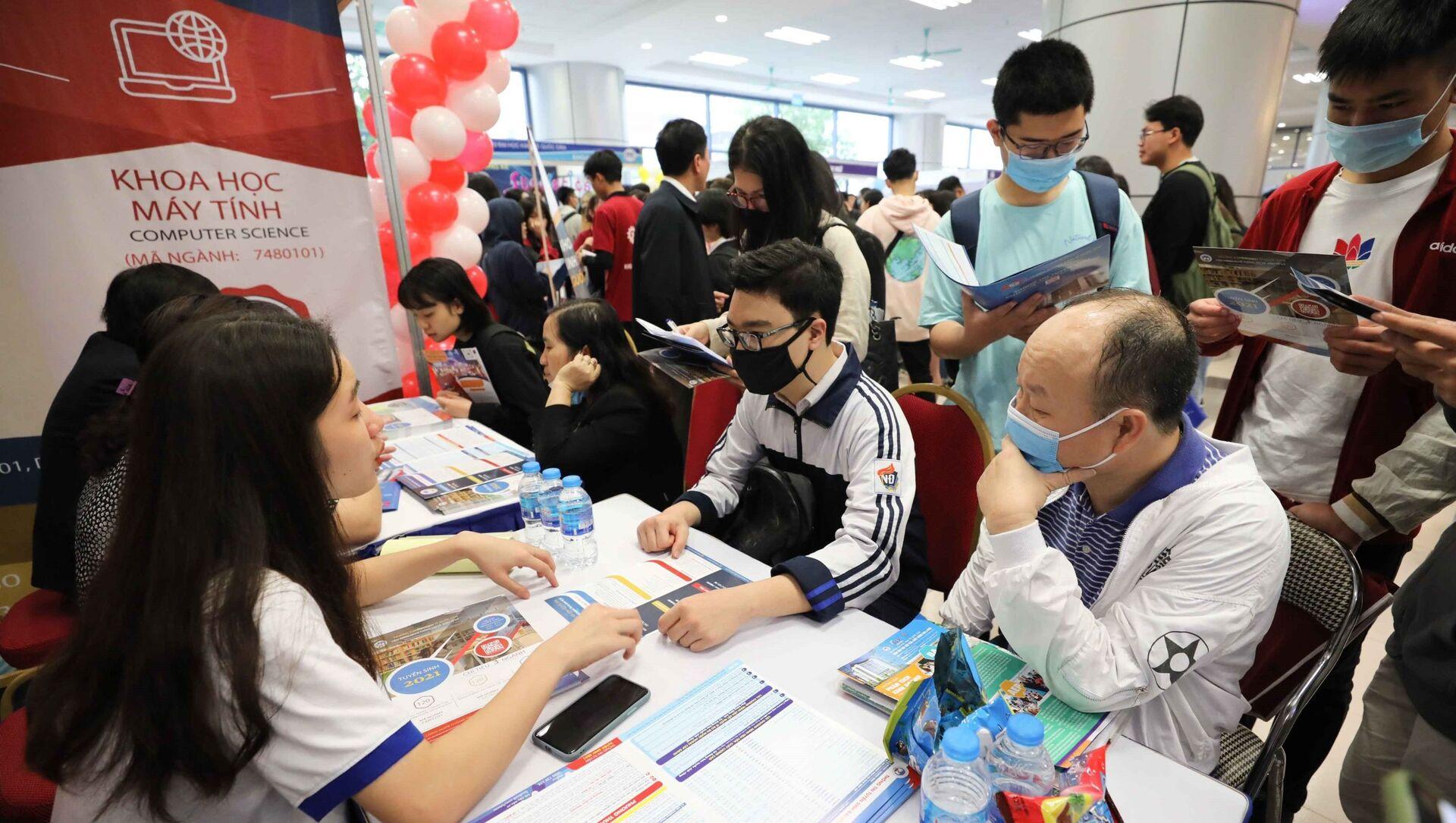 Ngày hội tư vấn tuyển sinh hướng nghiệp năm 2021 trường Đại học Kinh tế Quốc dân - Sputnik Việt Nam, 1920, 24.05.2021