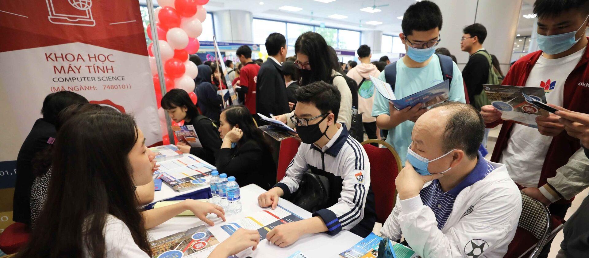 Ngày hội tư vấn tuyển sinh hướng nghiệp năm 2021 trường Đại học Kinh tế Quốc dân - Sputnik Việt Nam, 1920, 07.05.2021