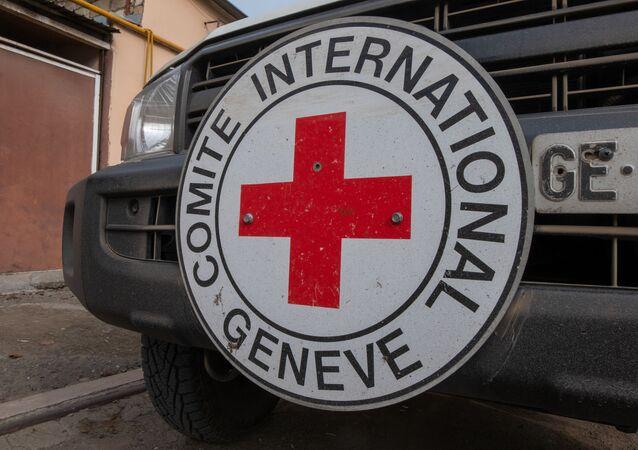 Xe cứu trợ của Hiệp Hội Chữ thập đỏ và Trăng lưỡi liềm đỏ quốc tế (ICRC)