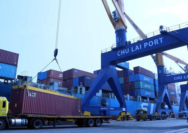 Hàng hóa qua Cảng Chu Lai Trường Hải