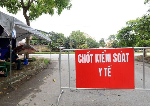 Lực lượng công an, dân quân tự vệ lập chốt chặn xung quanh khu vực Bệnh viện đảm bảo công tác phòng chống dịch.