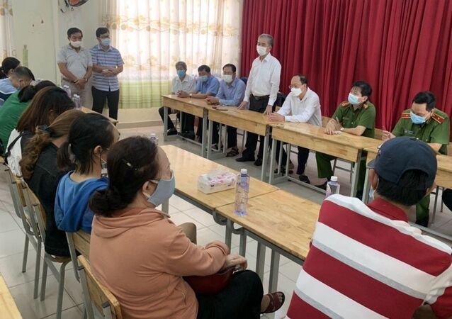 Lãnh đạo TP. Hồ Chí Minh thăm hỏi người thân các nạn nhân.
