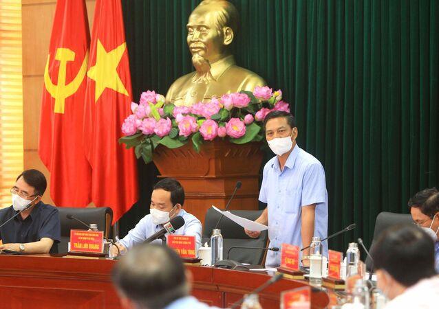 Chủ tịch Ủy ban nhân dân thành phố Hải Phòng Nguyễn Văn Tùng phát biểu tại buổi làm việc.
