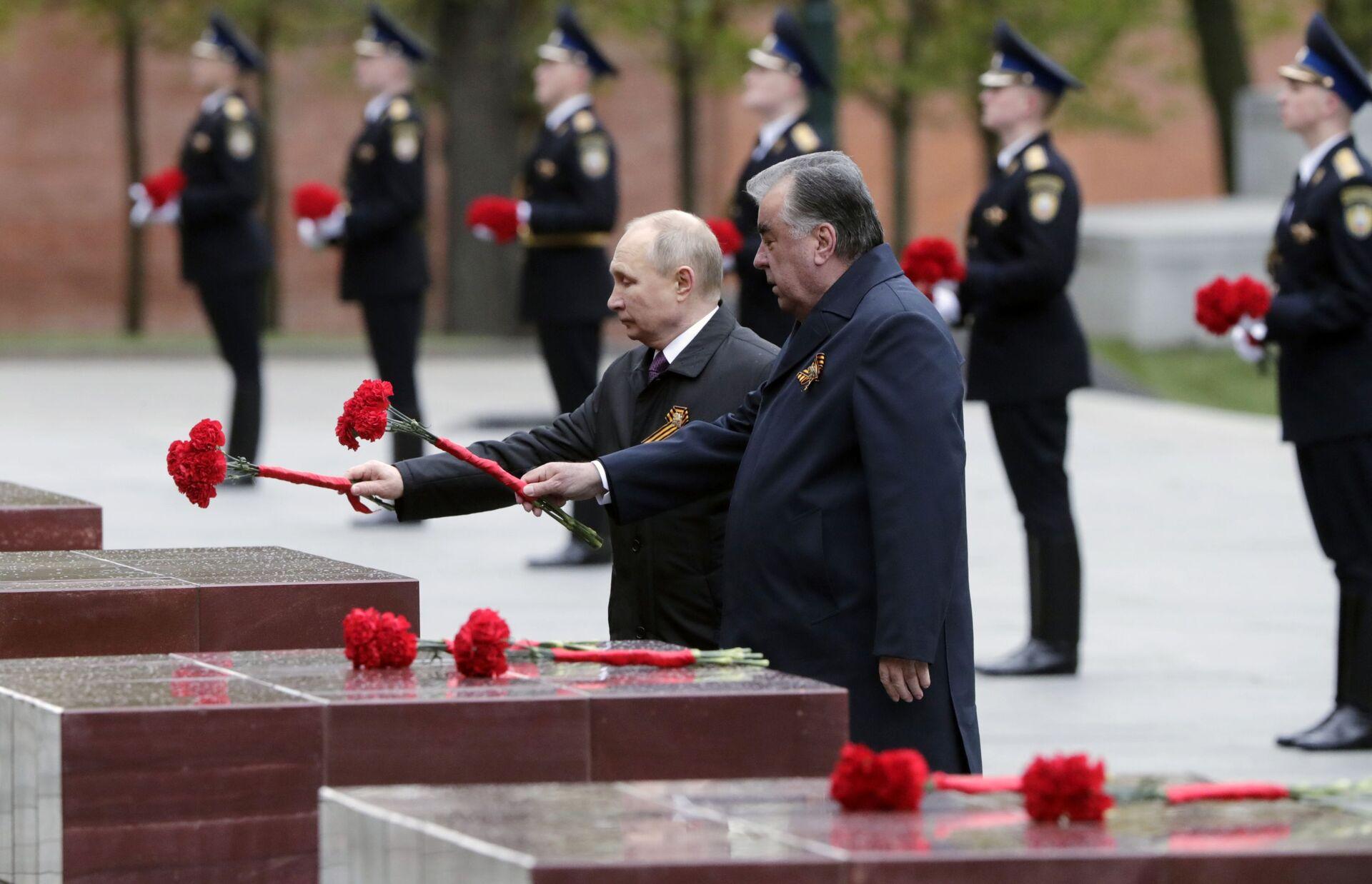 Tổng thống Putin chúc mừng các cựu chiến binh, quân nhân và toàn thể nhân dân Nga nhân Ngày Chiến thắng - Sputnik Việt Nam, 1920, 09.05.2021